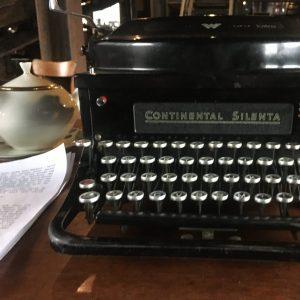 Typwriter & Paper
